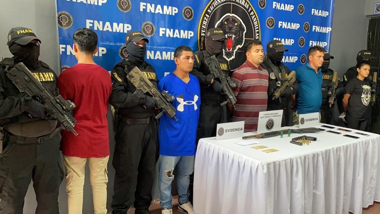 Capturan a cinco supuestos pandilleros del Barrio 18, entre ellos sicarios, en el norte de Honduras