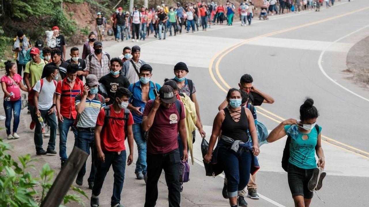 Recrudece emigración ilegal de mujeres y jóvenes hondureños hacia Estado Unidos, tras estragos de Eta, Iota y el covid