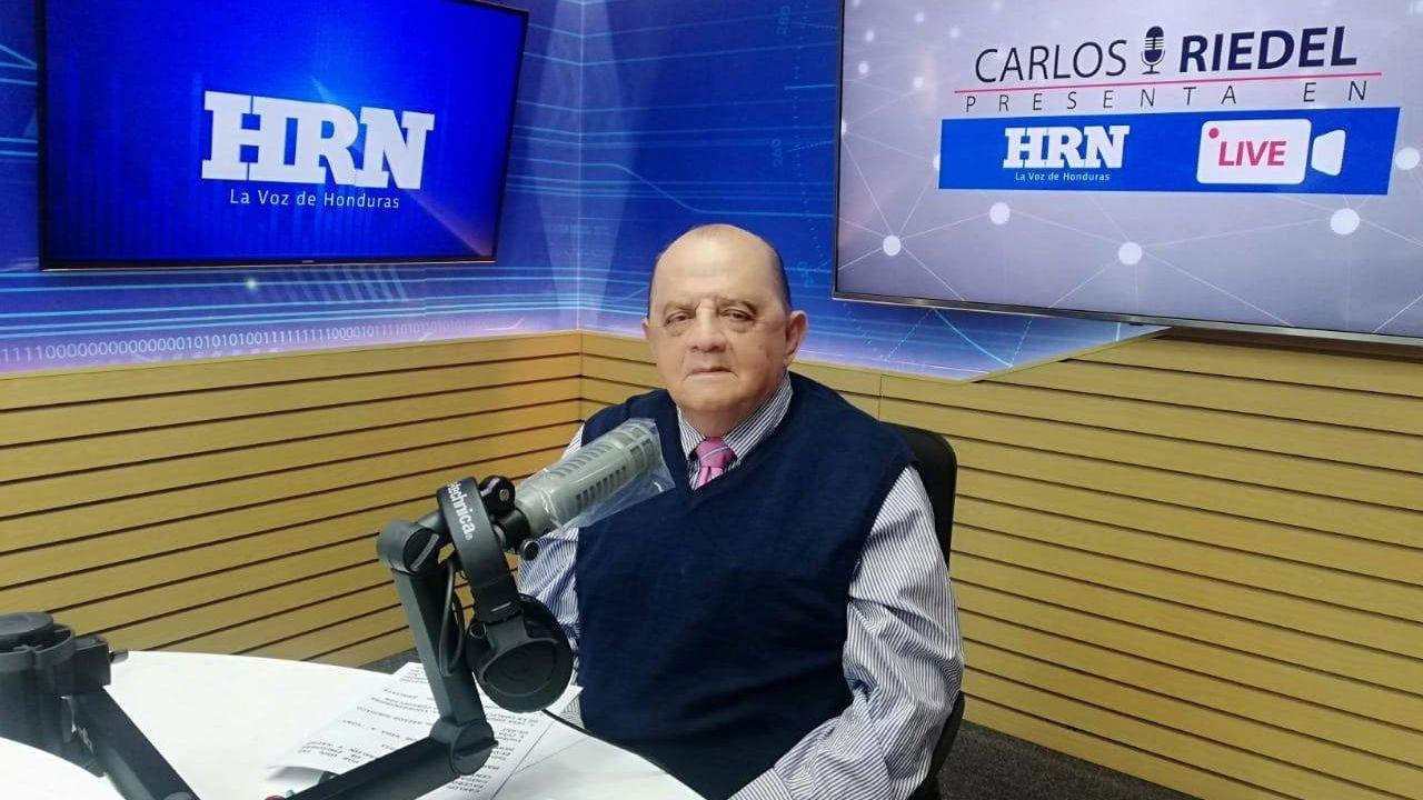 Fallece el periodista hondureño Carlos Riedel tras secuelas por covid-19