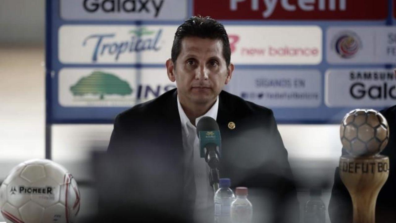 Costa Rica destituye a Ronald González como su seleccionador