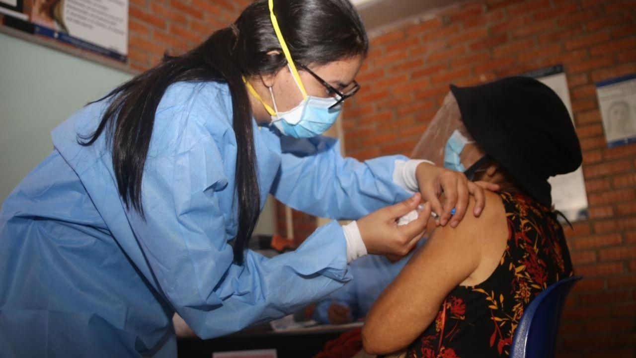 Calendario de vacunación anticovid para hondureños de 50 a 59 años en Tegucigalpa y San Pedro Sula