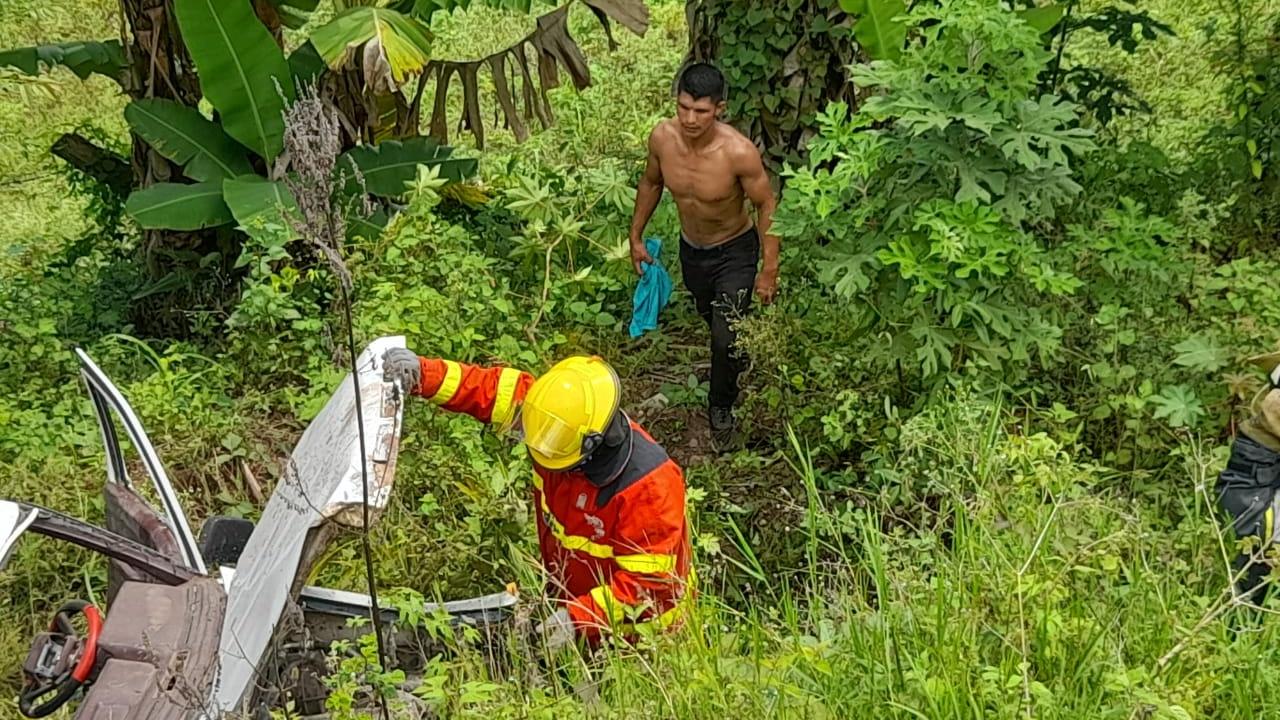 Fallecen abuelo y nieto tras volcamiento en carretera CA-4 de Honduras