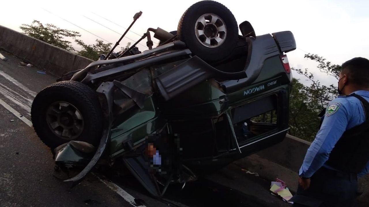 Tres muertos deja accidente de rastra que perdió su vagón en plena carretera CA-5