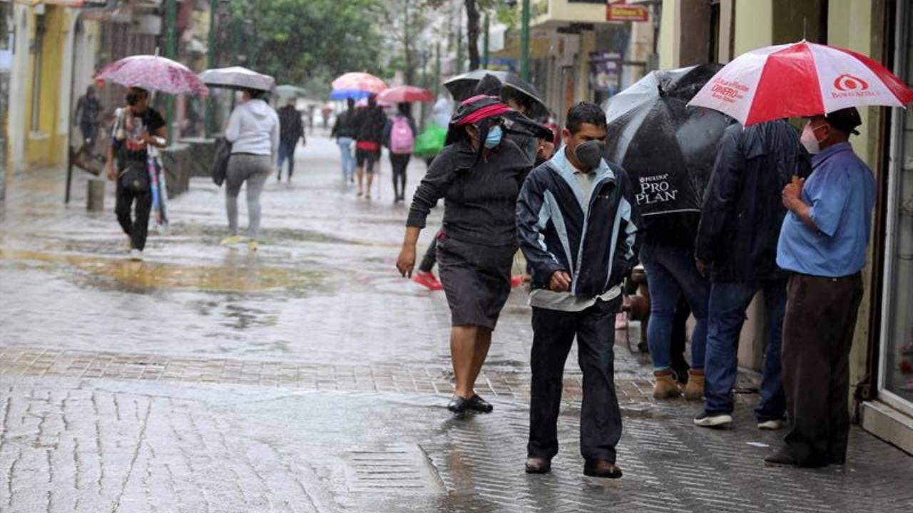 Continúan lluvias en casi todo Honduras generadas por ingreso de onda tropical