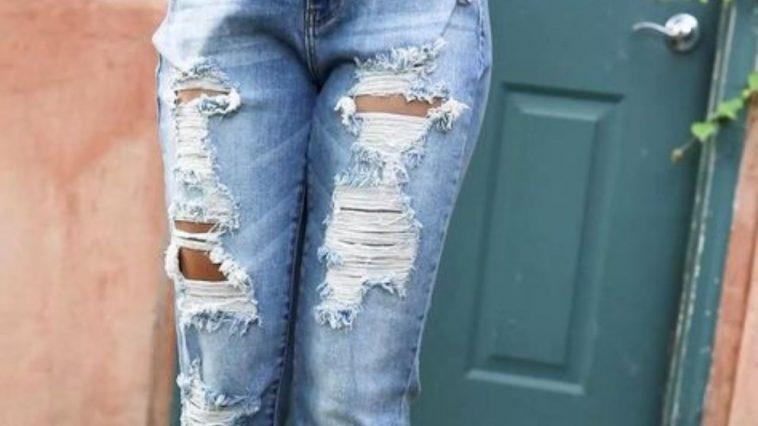 joven es golpeada por usar jeans