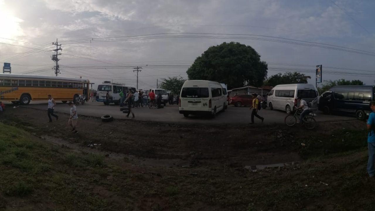 Transportistas cumplen amenaza y realizan paro a nivel nacional, estas zonas permanecen bloqueadas