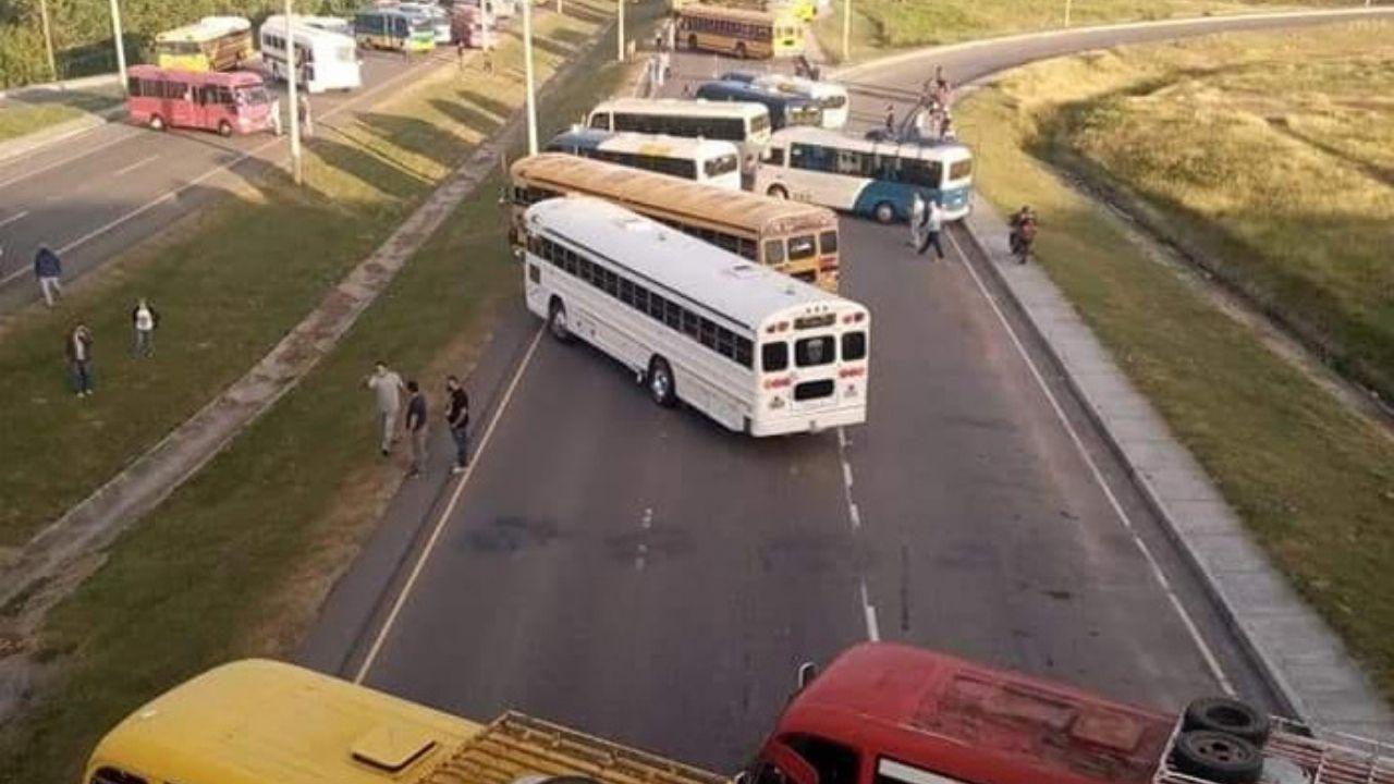 Transportistas de Honduras anuncian departamentos en donde harán paros si el gobierno no responde demandas