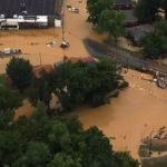 casas y carros destruidos tras inundaciones en tennessee
