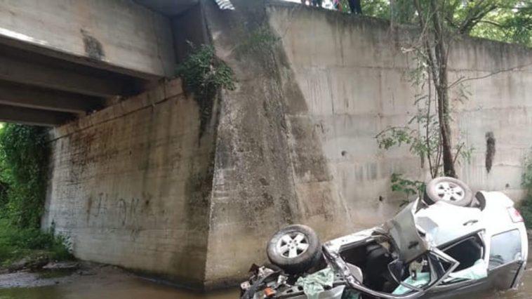 vehículo destruido al caer de puente en olancho, honduras