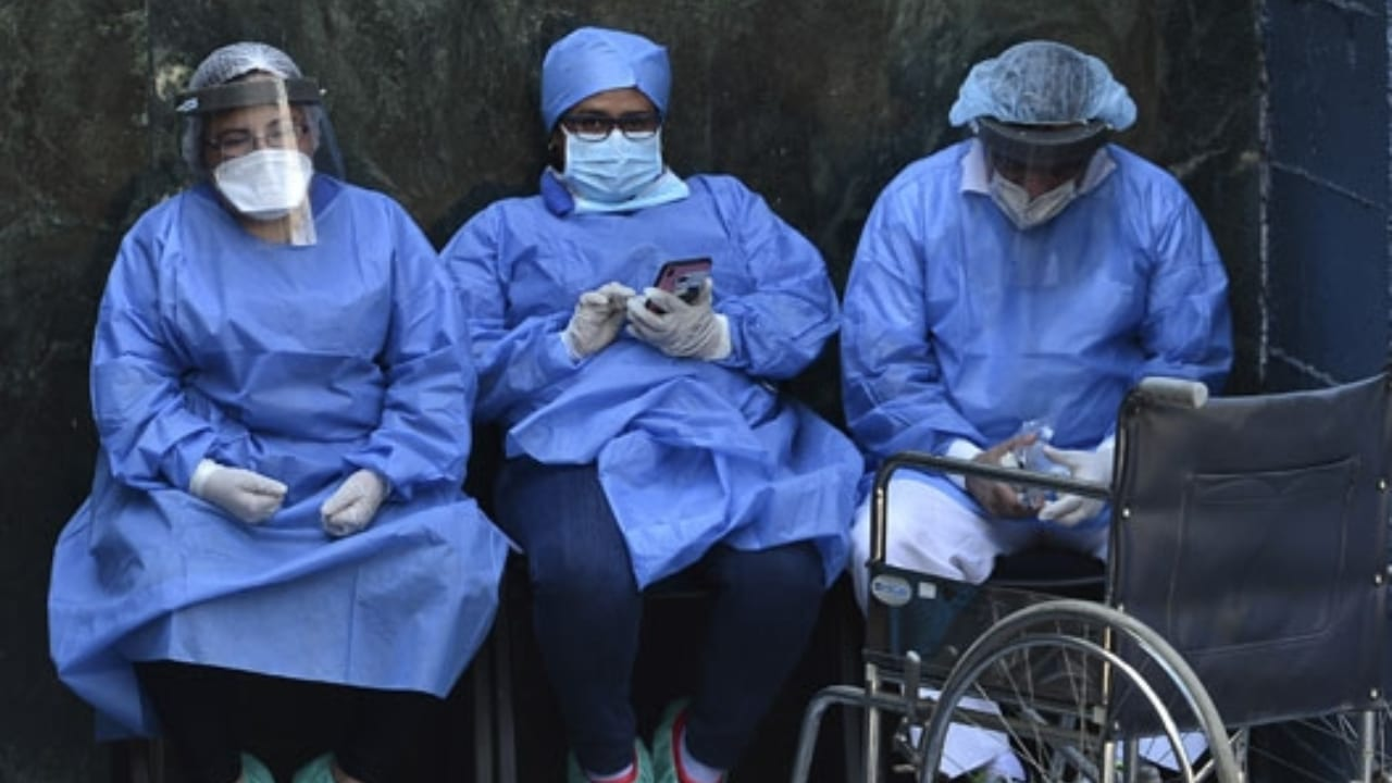 Prohíben a enfermeras hondureñas enviar fotos o vídeos de pacientes covid a familiares ante denuncia de cobro