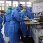 personal medico atiende a pacientes graves por covid en honduras