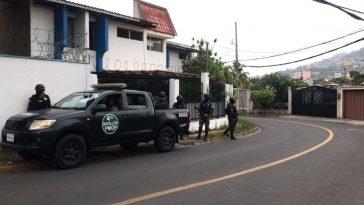 policia militar en allanamientos en residencial hondureña