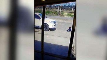 niño frente a camioneta en argentina