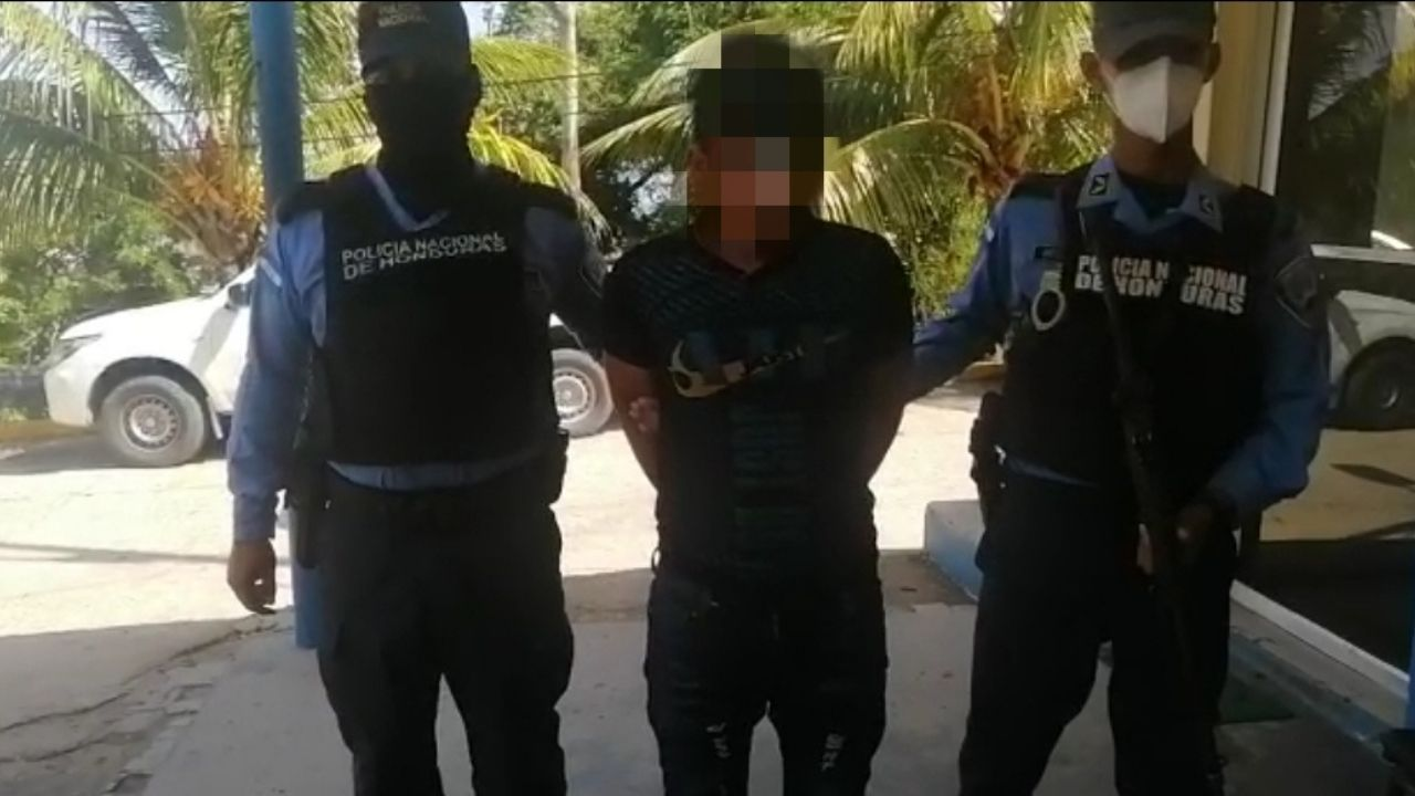 Hondureño es capturado por supuestamente decapitar con machete a su esposa