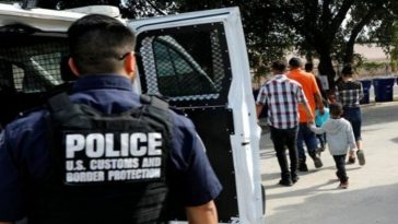 migrantes son vigilados por la migra en estados unidos