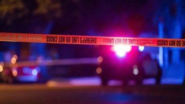 Patrulla policial en estados unidos investiga la muerte de mama a manos de su hijo