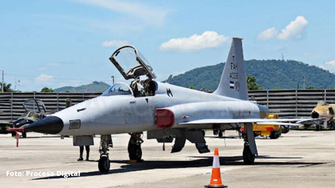 Un avión F-5 de la Fuerza Aérea de Honduras aterrizó de emergencia en La Ceiba
