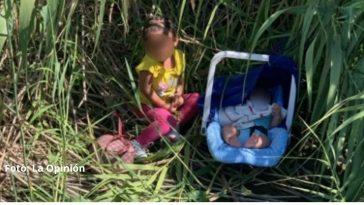 niños sentados entre medio de matorrales en zona fronteriza