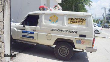 carro de la morgue forense ingresa a local en honduras