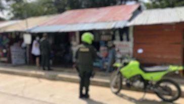 policias afuera de la vivienda donde encontraron cuerpo de anciana