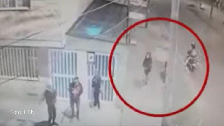 camara graba aseasinato a sangre fria de mujer en colombia