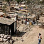 casas pequeñas de madera en barrio de capital hondureña.