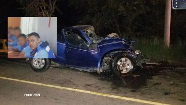 carro luce destruido tras impactar fuertemente contra camion collage policia transito fallece