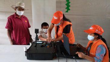 persona es ayudado por personal del proyecto identificate en honduras