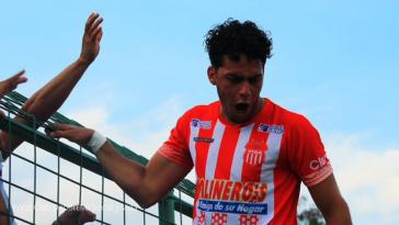 Jugadores del Vida celebrando gol ante Marathón en San Pedro Sula.