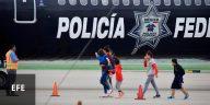 Un grupo de migrantes hondureños llega al aeropuerto Ramón Villeda Morales, cerca de San Pedro Sula, tras ser deportados.
