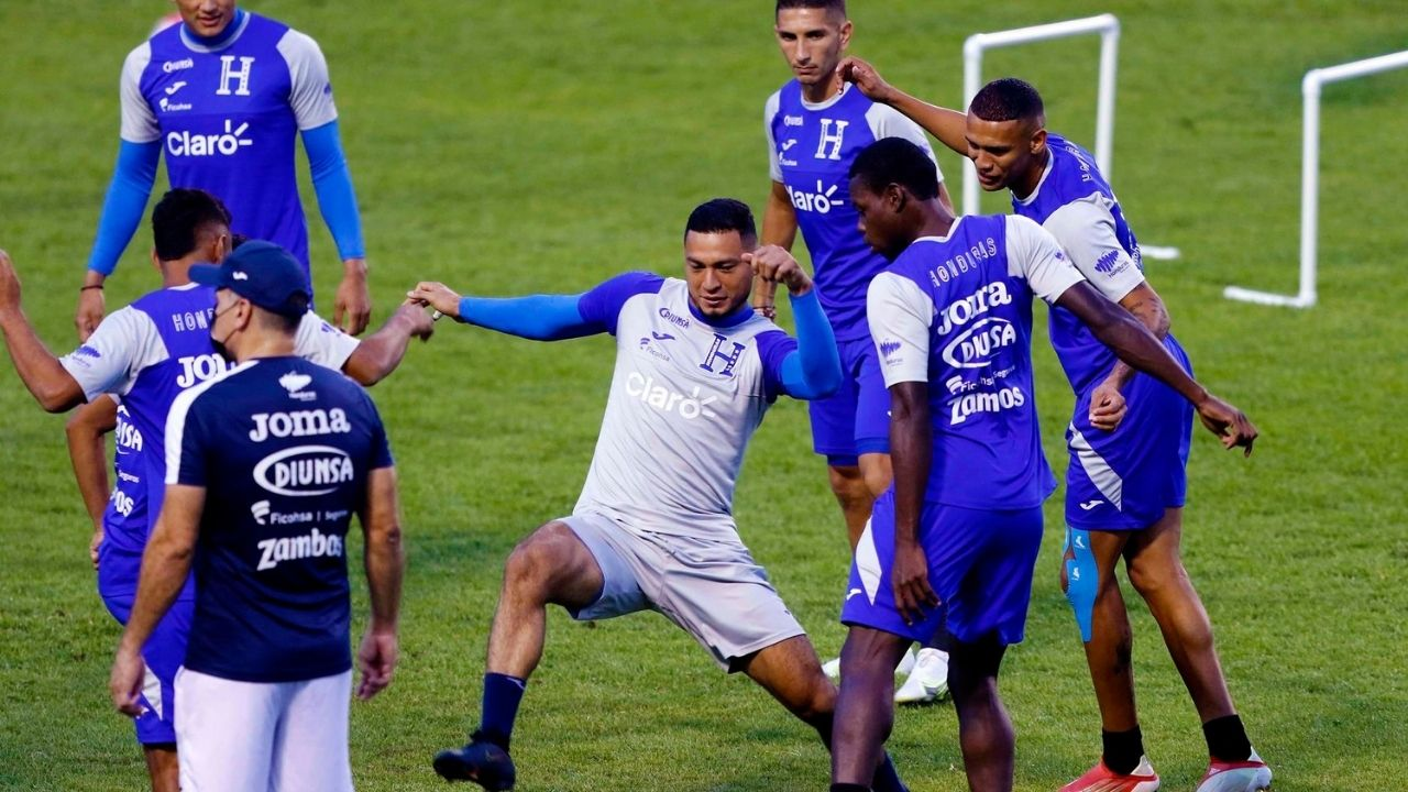 Cuerpo técnico de La H se refiere a preparación previa al partido contra México