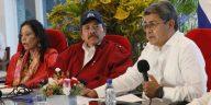 Juan Orlando Hernández y Daniel Ortega firman tratado