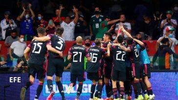jugadores mexicanos celebran ante Honduras
