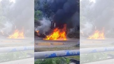 Camioneta es consumida por incendio