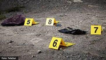 Foto de evidencias de un asesinato recolectadas por la policía