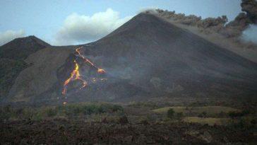 En la imágen se observa la erupción del volcán Popocatépetl ubicado en México.