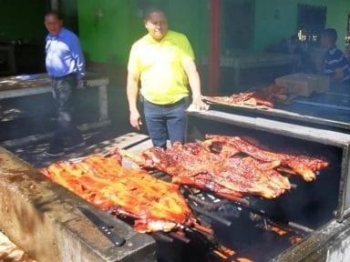 Copán ya cocina para deleitar a Honduras con los famosos cerditos