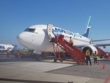 Roatán suma su décimo vuelo directo desde el exterior con la llegada de la canadiense WestJet