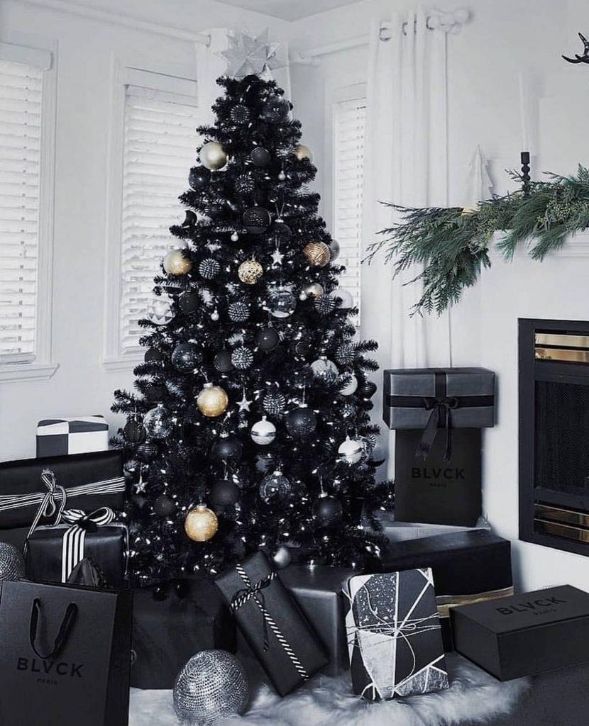 Árboles de navidad negros pueden ser una opción de elegancia.