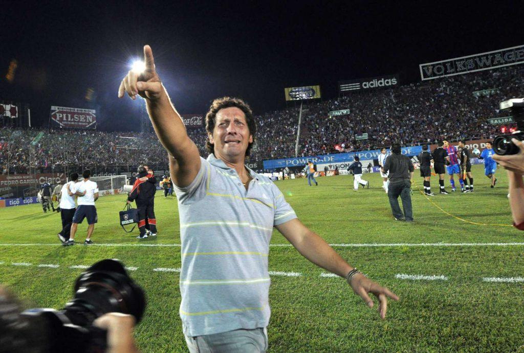 Pedro Troglio es campeón del fútbol hondureño como entrenador del Olimpia.