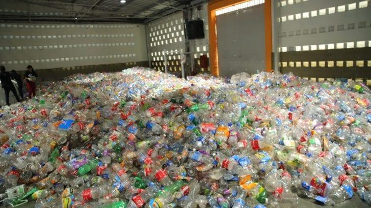 El Salvador se plantea recoger tres millones de botellas plásticas en 3 días