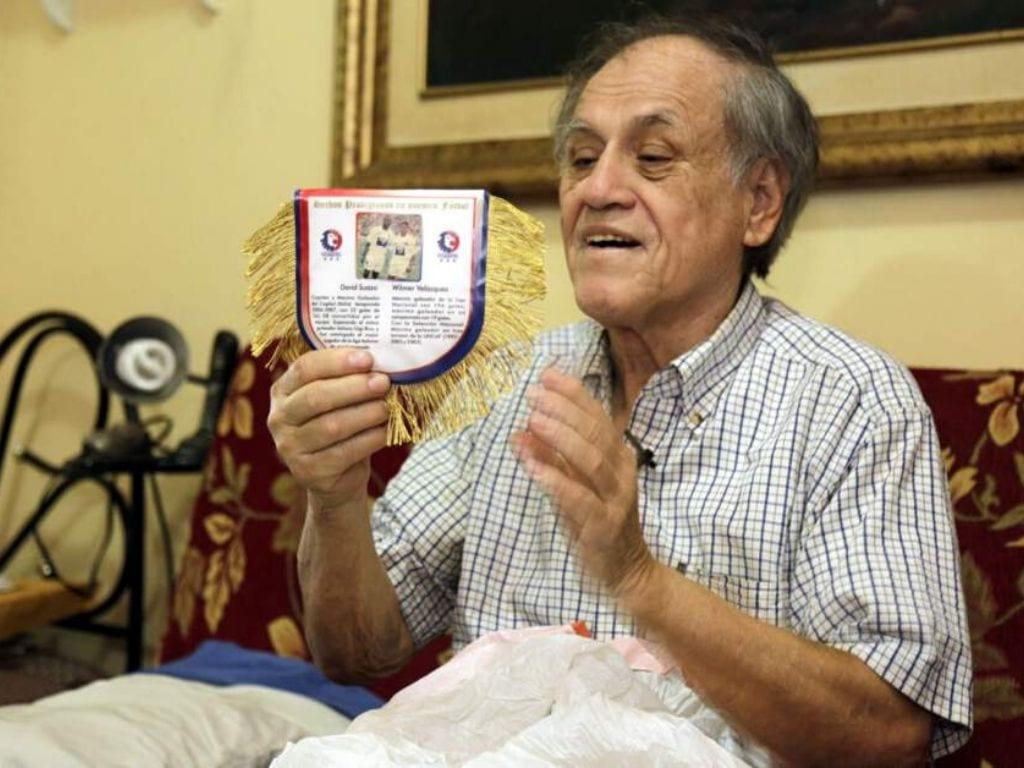 Se informó que su hermana, la diputada Doris Gutiérrez, se encuentra acompañándolo en el IHSS, al igual que varios de sus familiares más cercanos.