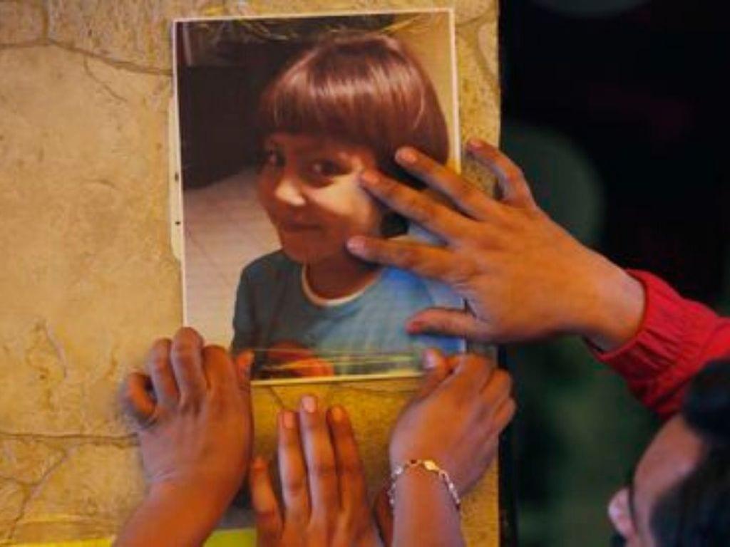 La niña de siete años de edad murió a manos de una pareja que la secuestró cuando se encontraba afuera de la escuela esperando a su mamá...