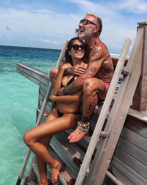 El italiano Gianluca Vacchi, de 52 años, y su pareja Sharon Fonseca de 24 años.