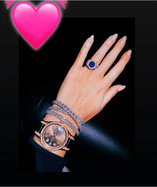 La modelo comparte constantemente fotografías en las que presume sus joyas