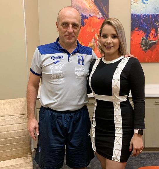 Tanya junto al entrenador de La H, Fabián Coito.
