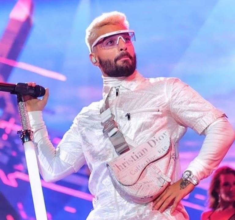 El cantante colombiano se encuentra de gira por Europa y en medio de este viaje por el continente ha decidido someterse a este pequeño cambio de look.