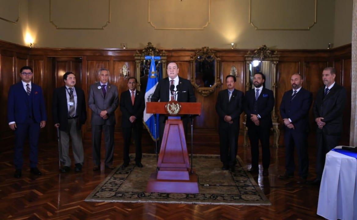 """""""Este es un llamado de alerta para la población guatemalteca, no para que vaya a haber un caos. Como Presidente del país debo estar preocupado y tomar las medidas en el momento adecuado""""."""