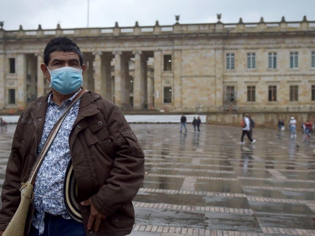 """El ministerio activó desde entonces """"la fase de contención"""" en todo Colombia, donde se han redoblado los controles migratorios para intentar mantener a raya el virus."""