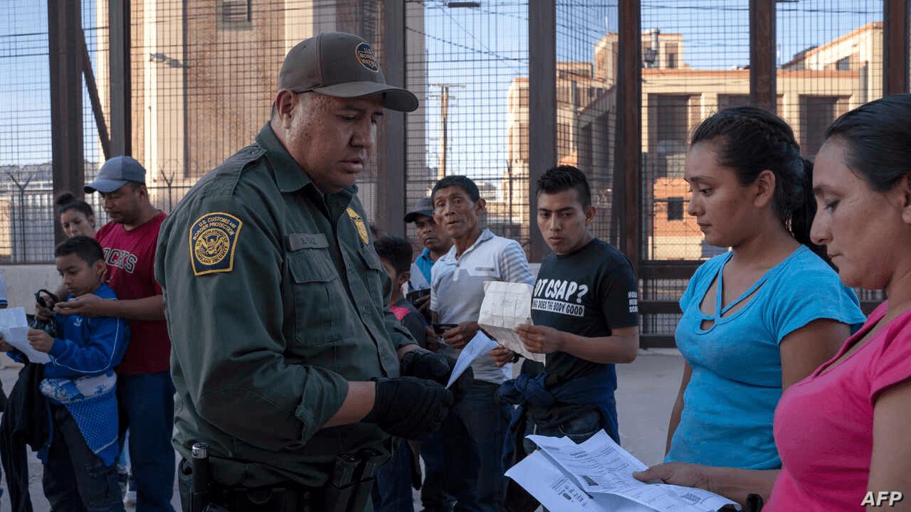 Los indocumentados han sido excluidos del paquete de ayudas propuesto por el gobierno de Trump.